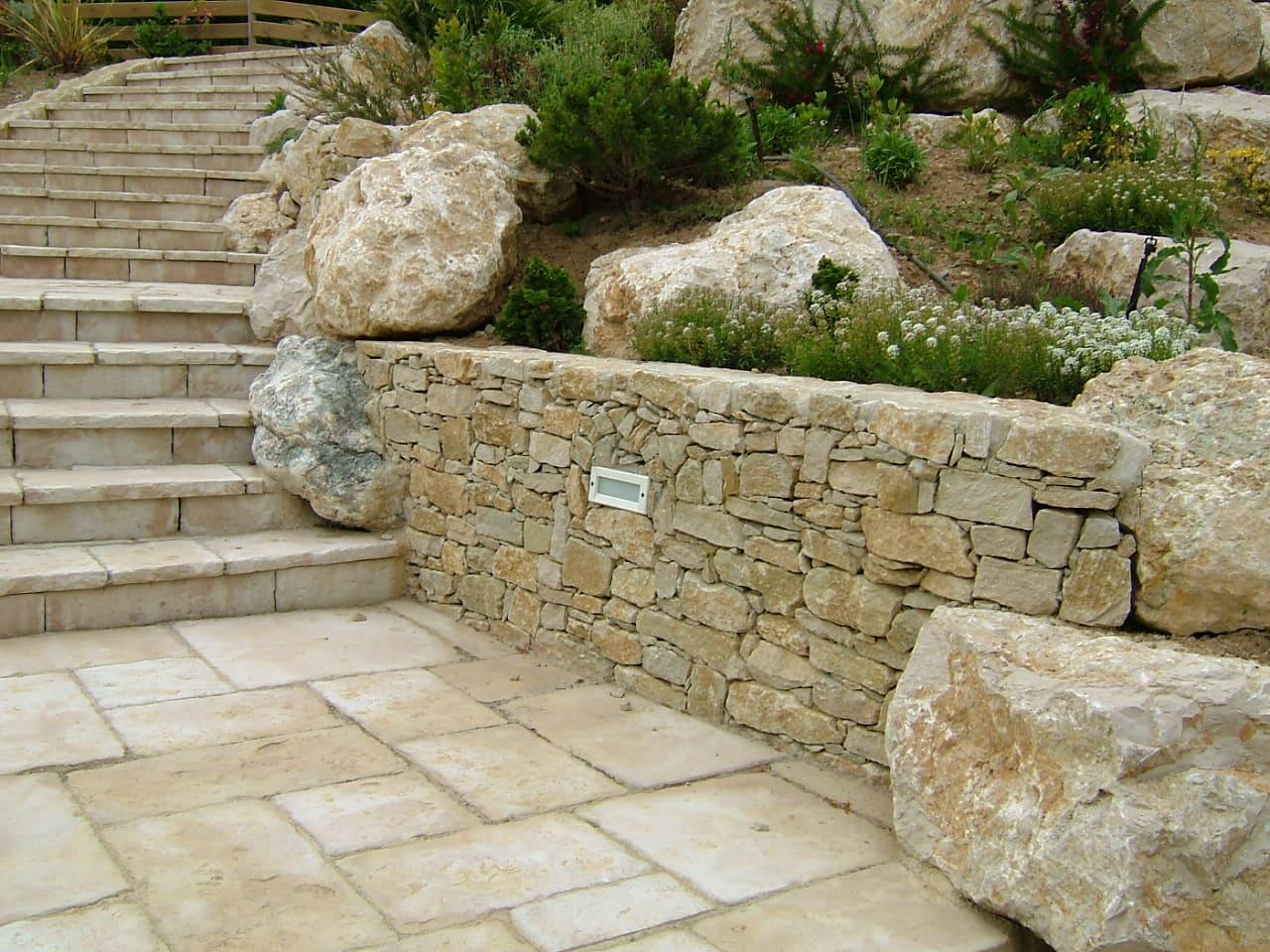 construction muret jardin drôme