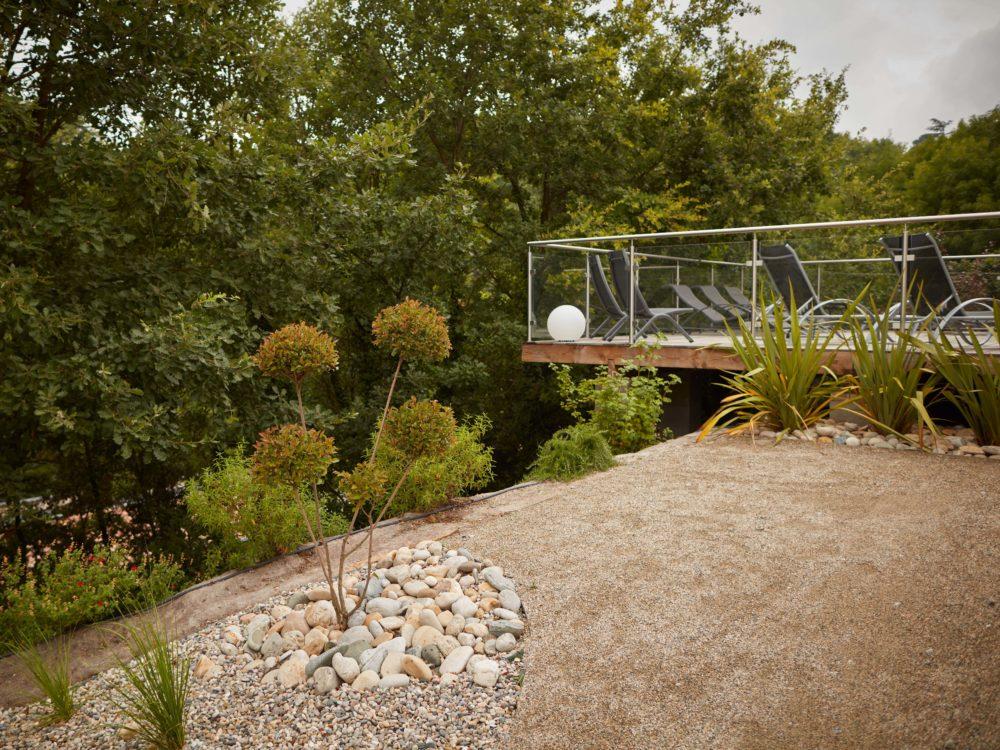 création terrasse suspendue ardèche